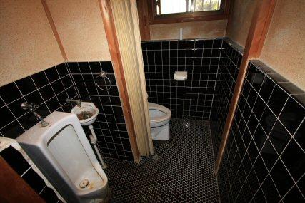 狭くて寒いトイレが、車いすも入れる快適な空間へリフォーム!