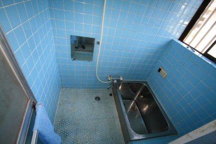タイルの浴室から、綺麗なお風呂スペースになりました。