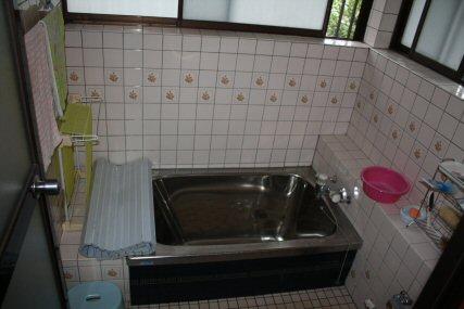 お風呂が古くなったので、暖かいお風呂にリフォームしました。